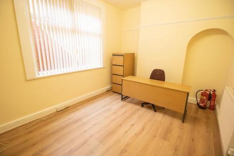 Property to rent - Market Street, Farnworth, Bolton
