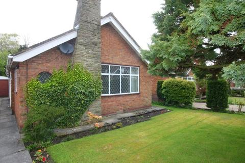 2 bedroom detached bungalow to rent - The Drive, Lymm