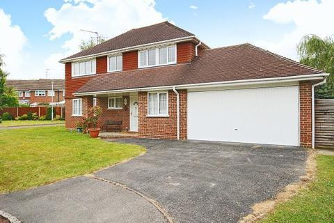 4 bedroom detached house to rent - Emery Down Close, Bracknell, RG12
