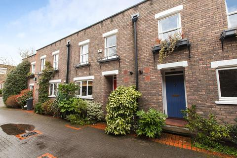 3 bedroom terraced house to rent - Usborne Mews, SW8
