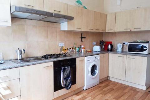 8 bedroom house to rent - 21 Brudenell Road Hyde Park  Leeds