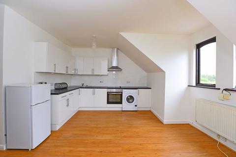 Studio to rent - Lynchford Road, Farnborough, GU14