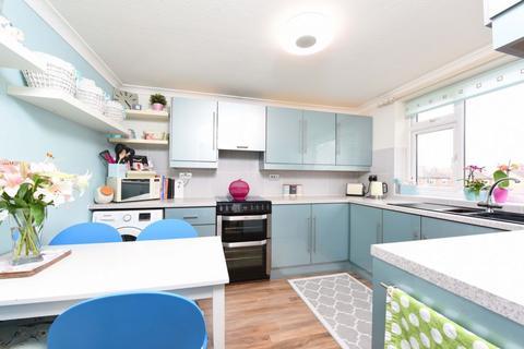 3 bedroom maisonette for sale - Lynchford Road, Farnborough, GU14