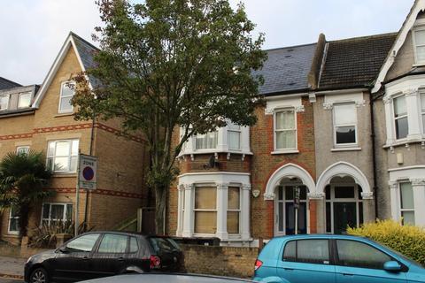 Studio to rent - Oliver Avenue, South Norwood, SE25