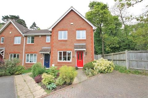 3 bedroom end of terrace house to rent - 2 Montague Close, WOKINGHAM, Berkshire