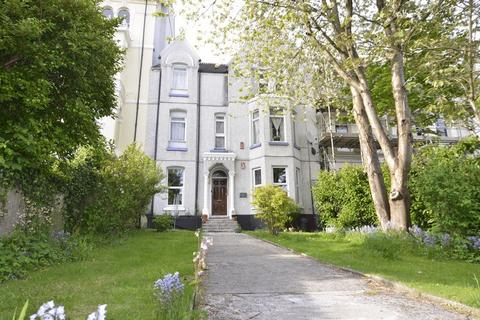 2 bedroom apartment for sale - Connaught Avenue, Plymouth. Spacious 2 Double Bedroom ground floor flat with gardens.