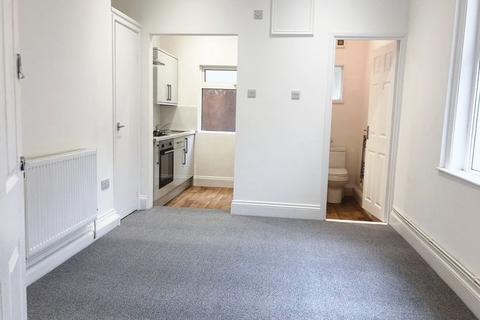 Studio to rent - Lipson Road, Plymouth - UnFurnished Refurbed Studio Room with separate kitchen & Shower room