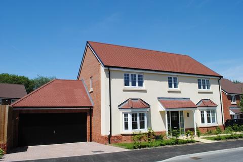 4 bedroom detached house to rent - De Montfort Square, Odiham, RG29
