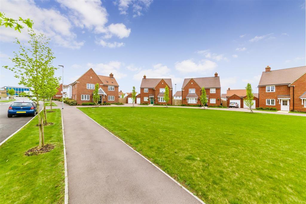 Cedar Gardens, Letchworth Garden City 4 bed detached house - £535,000