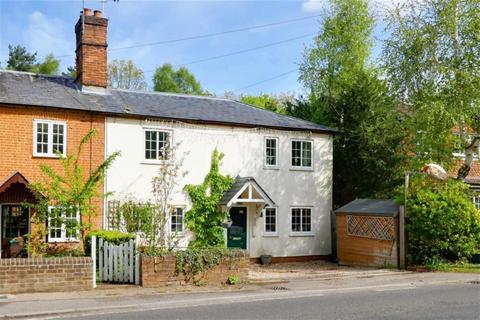 3 bedroom detached house to rent - Elvetham Road