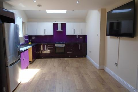 5 bedroom end of terrace house to rent - Maine Rd, MANCHESTER M14