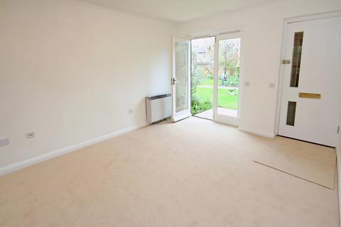 2 bedroom bungalow for sale - Regency Walk, Richmond, TW10