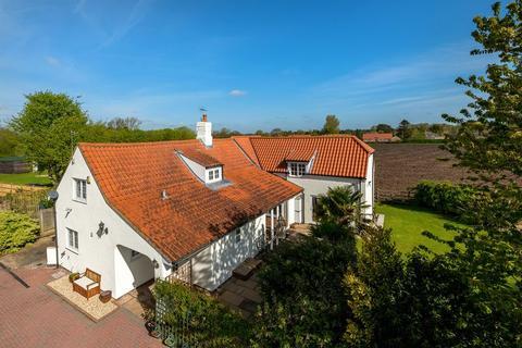 4 bedroom cottage for sale - The Cottage, Thorpe Road, Tattershall Thorpe
