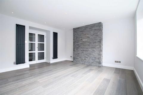 4 bedroom flat to rent - Beech Avenue, London