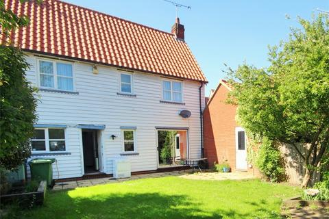 3 bedroom semi-detached house for sale - Hazel Close, Laindon, BASILDON, Essex