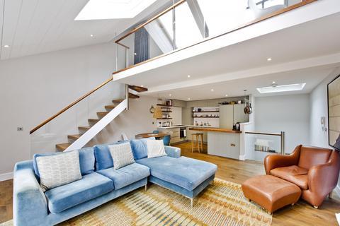 3 bedroom house - Wellington Close, London, W11