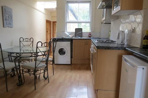 2 bedroom flat to rent - Wandsworth Road ,  Battersea , SW8