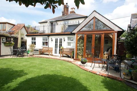 3 bedroom cottage for sale - Church Road, Rawreth, Wickford
