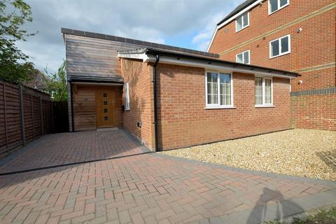 2 bedroom detached bungalow for sale - Lundy Lane, Reading