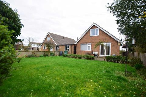 3 bedroom bungalow for sale - Green Lane, Freckleton