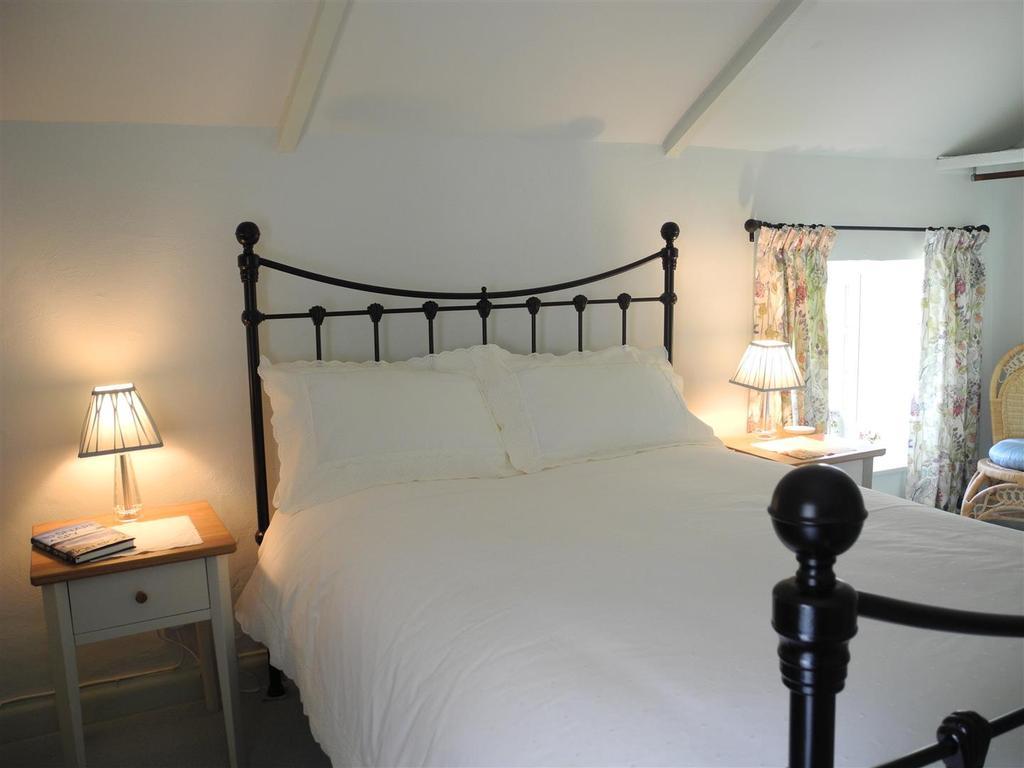 7710 bed.JPG