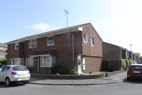 3 bedroom end of terrace house to rent - St Crispians, Seaford