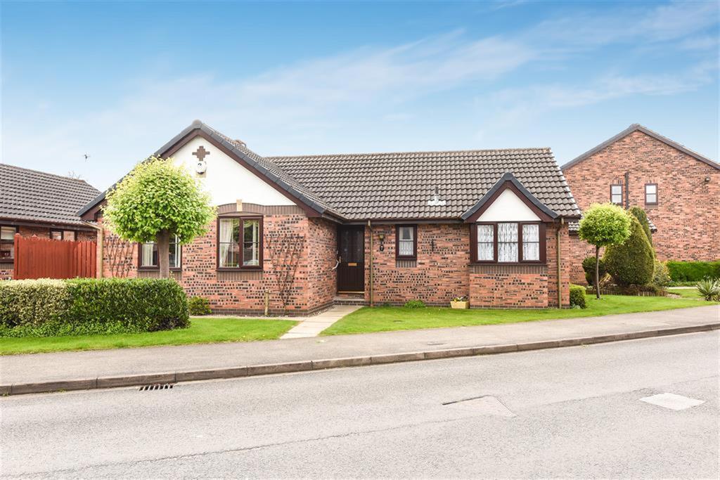 West Green Drive, Pocklington, York, YO42 2YZ 3 bed bungalow - £275,000