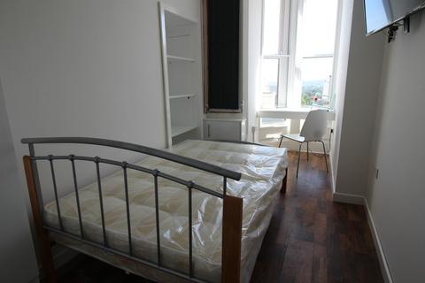 1 bedroom flat share to rent - **£125pw inclusive of bills ** Derby Road, Nottingham, NG7 1LR