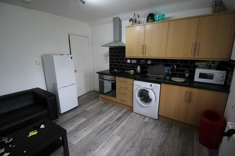 2 bedroom flat to rent - Woodside Road, Lenton Abbey, Nottingham