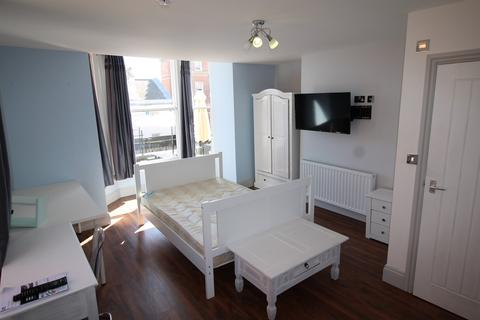 1 bedroom flat share to rent - **£150pw inclusive of bills ** Derby Road, NOTTINGHAM NG7