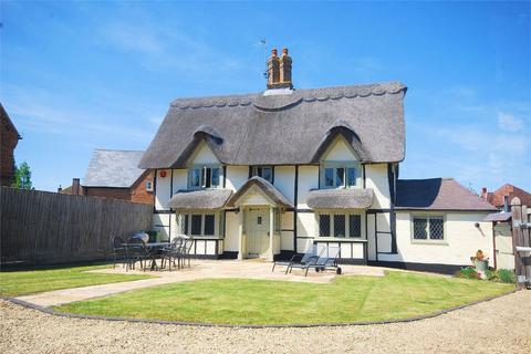 3 bedroom detached house for sale - London Road, Aston Clinton, Buckinghamshire