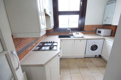 Studio to rent - 16 Freemasons Place , Croydon