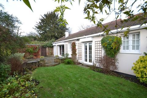 3 bedroom detached bungalow for sale - Barnet Lane, Elstree