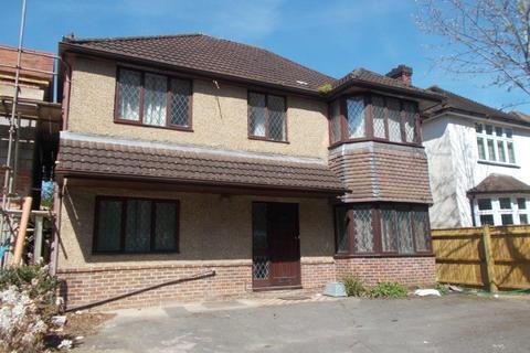 8 bedroom detached house to rent - Burgess Road