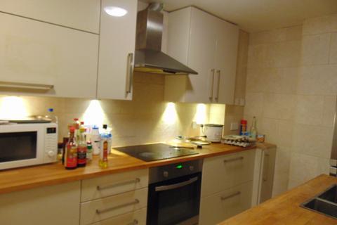 4 bedroom flat to rent - Onslow Road
