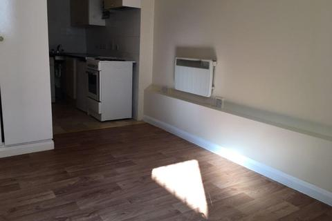 Studio to rent - Radstock Road, Woolston, Southampton