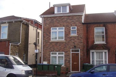 7 bedroom end of terrace house to rent - Lodge Road