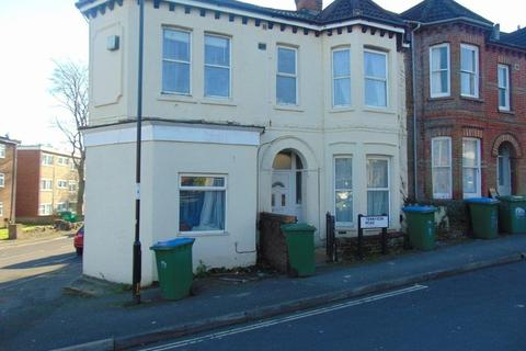 6 bedroom semi-detached house to rent - Tennyson Road