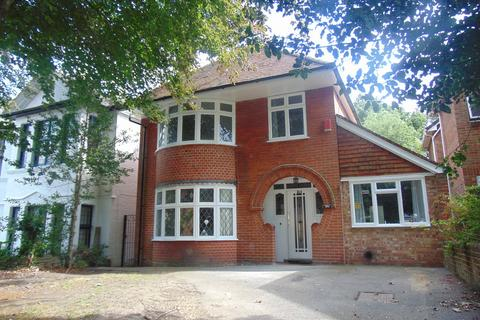 5 bedroom detached house to rent - Lawn Road