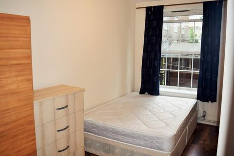 1 bedroom flat share to rent - Hollybush House (Room 3), Hollybush Gardens, Bethnal Green, E2
