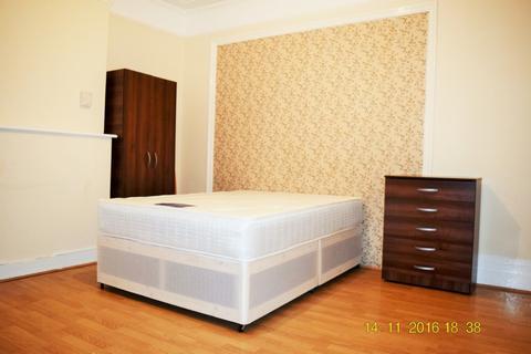 1 bedroom house share to rent - Woodside Road, Room 1,, London, N22