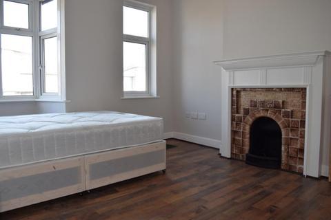1 bedroom flat share to rent - Longbridge Road, Room 2, Dagenham, RM8