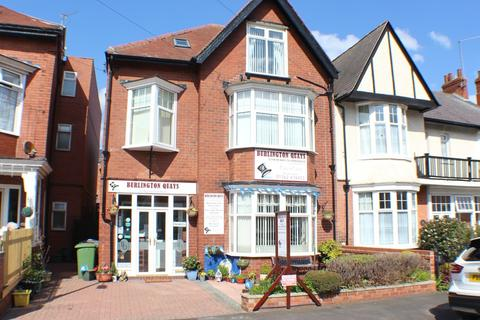 6 bedroom semi-detached house for sale - Meadowfield Road, Bridlington