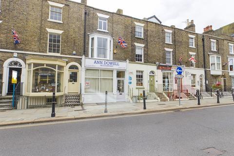 Studio to rent - Castle Street, Dover