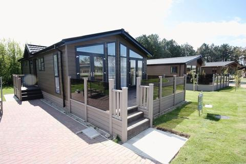 2 bedroom lodge for sale - ** STUNNING LOCATION ** Country lodge at The Pines, Runswick