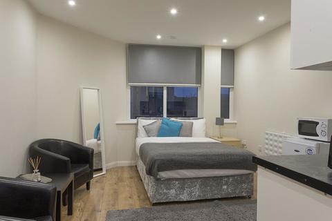Studio to rent - Flat 1, 49 Vaughan way