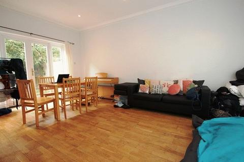 4 bedroom terraced house to rent - Cephas Avenue, London E1