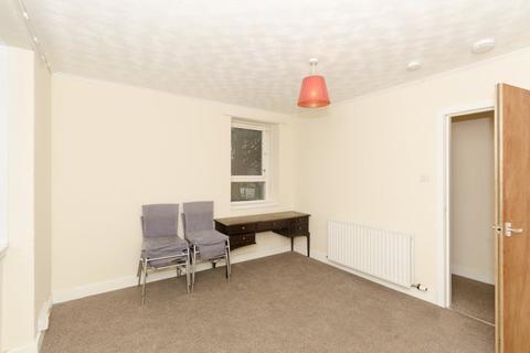 3 bedroom flat to rent - 10C Powis Circle