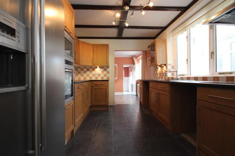 4 bedroom house to rent - Fairlop Road, Leytonstone, E11 1BW