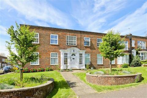 2 bedroom flat for sale - The Upper Drive, Hove, East Sussex